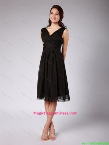 Fashionable Ruched Black Chiffon Pageant Dresses with V Neck