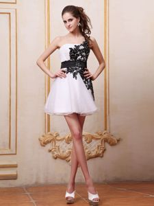 White One-Shoulder Mini-Length Appliqued Pageant Dress for Girls with Black Belt