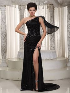 Black One-Shoulder Brush Train Sequin Beauty Pageant Dress with Slit in Red Deer