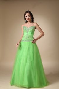 Unique Sweetheart Spring Green Long Beauty Pageant Dresses with Beading