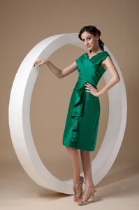 Green V-neck Knee-length Taffeta Pageant Dresses with Ruches in Cathcart