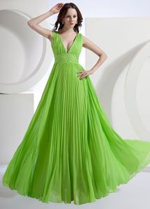 Spring Green V-Neck Ruched Straps Pleated Pageant Dresses with Beaded Waist