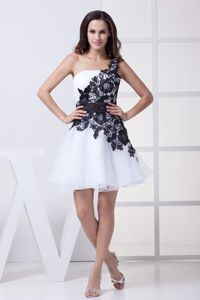 New White One Shoulder Pageant Girl Dresses with Lace Flower and Sash