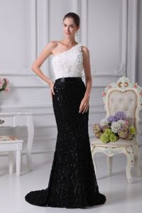 Rolling Flower One Shoulder Brush Train Black and White Pageant Dresses