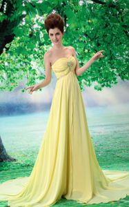 Sweetheart Light Yellow Court Train Ruched Pageant Dress with Appliques in Surrey