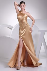 One-Shoulder Brush Train Gold Ruched Beauty Pageant Dress with Slit in Welland
