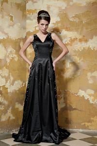 Black V-Neck Beaded Brush Train Pageant Dress Patterns with Appliques in Aurora